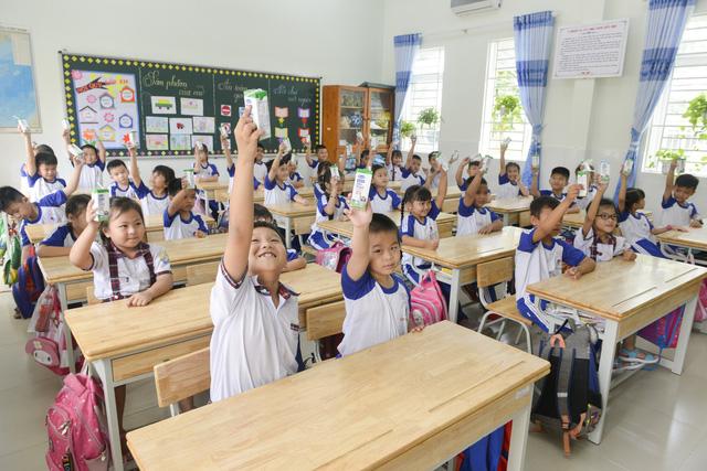 """Những giờ uống sữa """"vui khỏe, an toàn"""" của các em học sinh tại TP.HCM - Ảnh 2."""