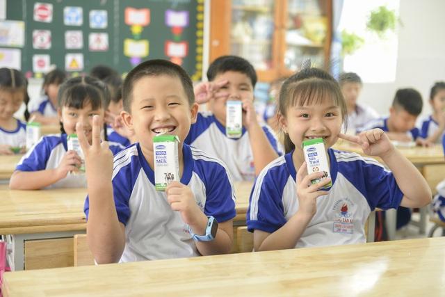 """Những giờ uống sữa """"vui khỏe, an toàn"""" của các em học sinh tại TP.HCM - Ảnh 1."""
