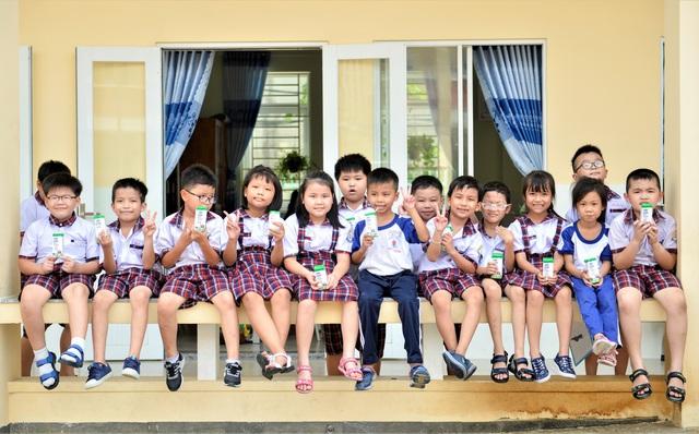"""Những giờ uống sữa """"vui khỏe, an toàn"""" của các em học sinh tại TP.HCM - Ảnh 3."""
