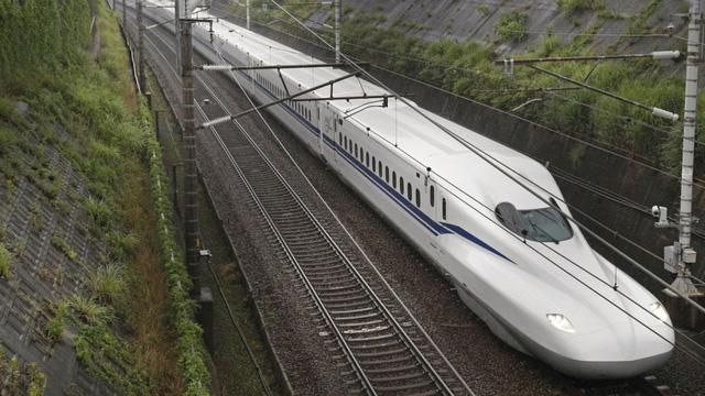 Nhật Bản ra mắt tàu cao tốc Shinkansen mới phá kỷ lục về tốc độ - Ảnh 1.