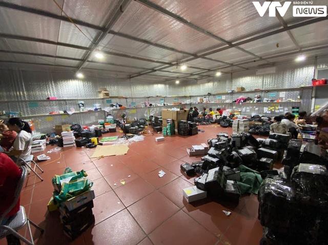 Cận cảnh kho hàng lậu 10.000 m2 được bán công khai trên Facebook - Ảnh 8.