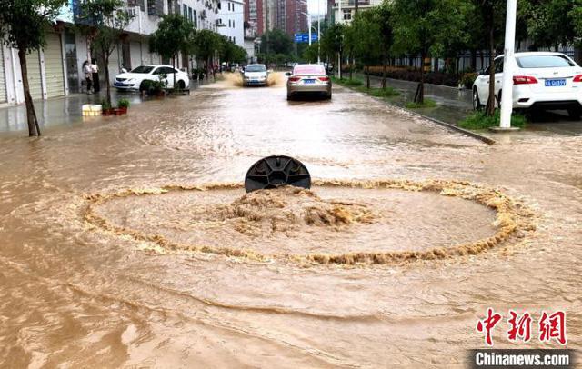 Mưa lớn tại miền Nam Trung Quốc, thiệt hại không dừng ở 6 tỷ USD - Ảnh 1.