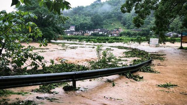 Mưa lớn tại miền Nam Trung Quốc, thiệt hại không dừng ở 6 tỷ USD - Ảnh 2.
