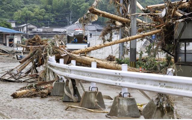 Mưa lũ kỷ lục tại Nhật Bản: Số người thiệt mạng tăng lên 44 người - Ảnh 10.