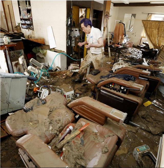 Mưa lũ kỷ lục tại Nhật Bản: Số người thiệt mạng tăng lên 44 người - Ảnh 12.
