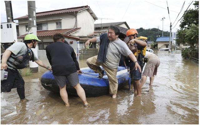 Mưa lũ kỷ lục tại Nhật Bản: Số người thiệt mạng tăng lên 44 người - Ảnh 4.