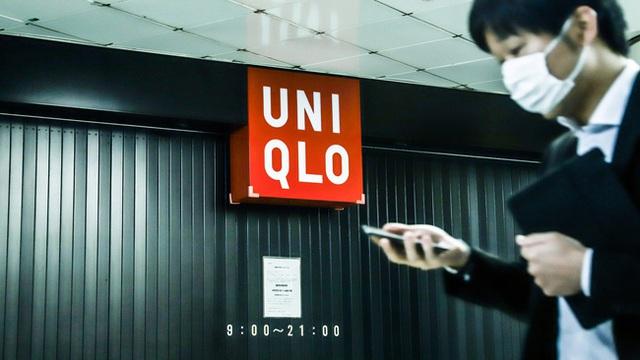 Khách hàng đổ xô mua sắm hậu COVID-19, tài sản ông chủ Uniqlo chạm mốc 29 tỷ USD - Ảnh 1.