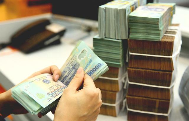 Vàng lập đỉnh, có nên rút tiền gửi tiết kiệm để mua vàng? - Ảnh 2.