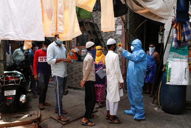 Nhiệm vụ Dharavi - Chiến dịch giải cứu khu ổ chuột Ấn Độ trong đại dịch COVID-19 - Ảnh 1.