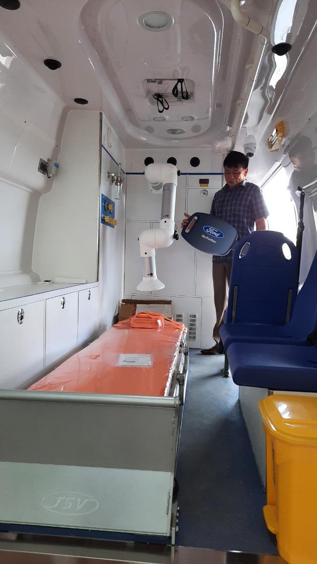 Việt Nam có xe cấp cứu áp lực âm đầu tiên hỗ trợ chống dịch COVID-19 - Ảnh 1.