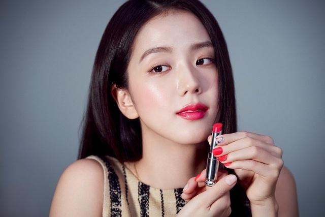 BLACKPINK - Từ thần tượng K-Pop đến các nàng thơ thời trang - Ảnh 8.