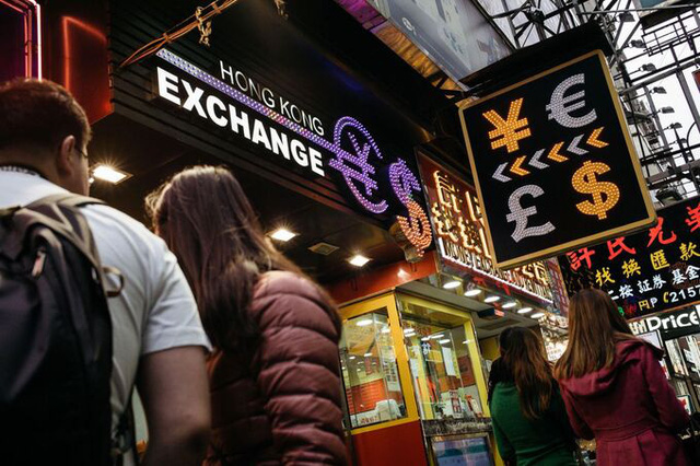 Bloomberg: Mỹ cân nhắc siết nguồn cung USD cho Hong Kong - Ảnh 1.