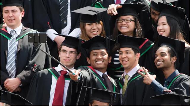 Hơn 1 triệu sinh viên quốc tế đối mặt với nguy cơ phải dừng việc học tập ở Mỹ - Ảnh 1.