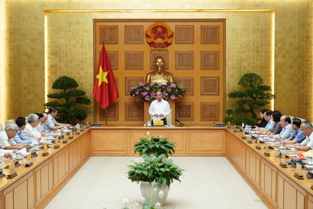Thủ tướng Nguyễn Xuân Phúc: Xây dựng kế hoạch kích thích kinh tế dài hơn - Ảnh 1.