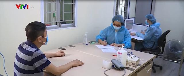 Các bệnh viện tại Hà Nội tăng cường biện pháp sàng lọc bệnh nhân, tránh lây nhiễm COVID-19 - Ảnh 1.