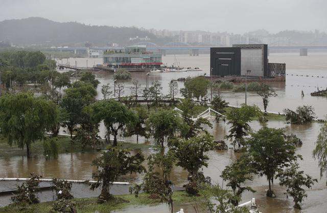 Mưa lũ gây thiệt hại tại Hàn Quốc, ít nhất 30 người thiệt mạng - ảnh 3