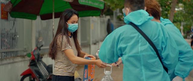 Xót xa và cảm phục Đà Nẵng trong đoạn phim ngắn chống chọi với COVID-19 - Ảnh 2.