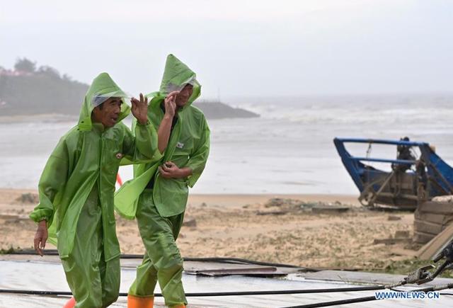 Bão Mekkhala đổ bộ vào miền Đông Trung Quốc, gây mưa to gió lớn - Ảnh 2.