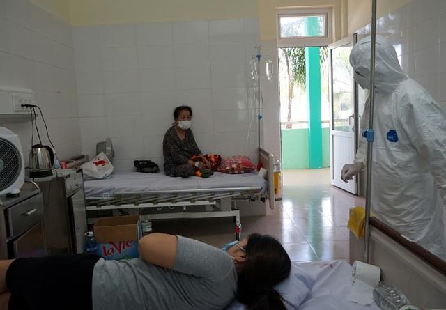 Bên trong khu vực cấp cứu bệnh nhân COVID-19 tại Bệnh viện Phổi Đà Nẵng - Ảnh 4.