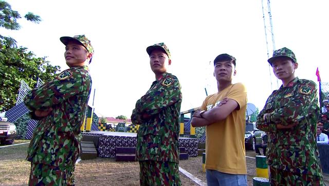 Văn Mai Hương dễ thương hết nấc khi đứng cạnh các chiến sĩ - Ảnh 6.