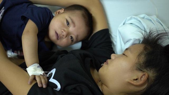 Nếu không được phẫu thuật sớm, cháu không sống được quá 3 tuổi - Ảnh 2.