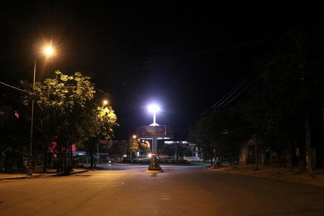 Quảng Trị thành lập tổ giám sát ở tất cả khu dân cư phòng dịch COVID-19 - Ảnh 1.