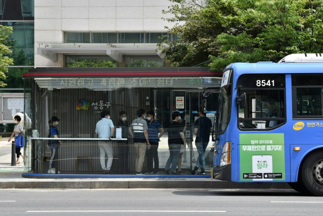 Hàn Quốc ra mắt bến xe bus công nghệ cao chống COVID-19 - ảnh 2