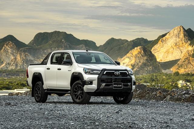 Toyota Hilux 2020 ra mắt với giá hơn 600 triệu đồng - Ảnh 1.