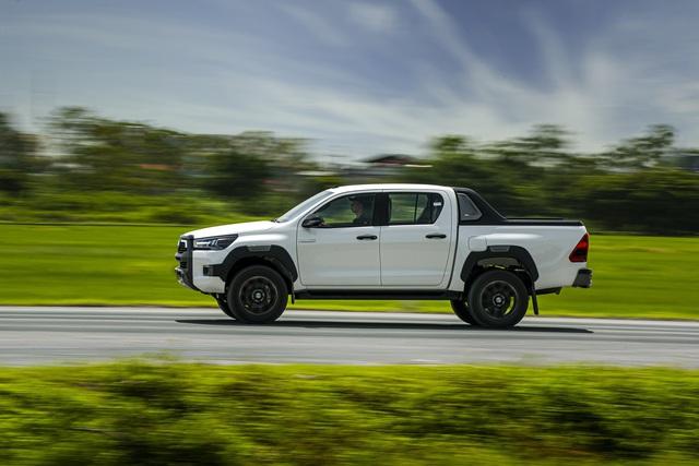 Toyota Hilux 2020 ra mắt với giá hơn 600 triệu đồng - Ảnh 4.