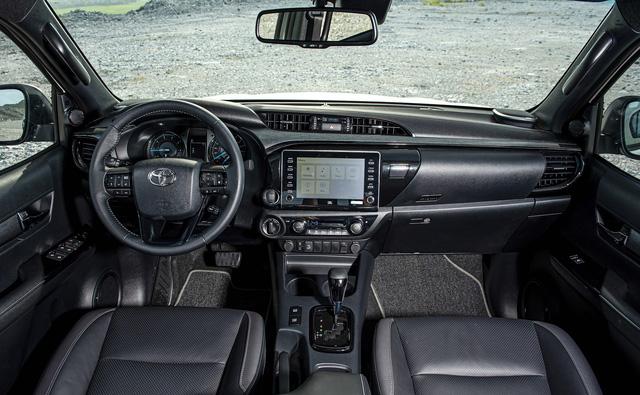 Toyota Hilux 2020 ra mắt với giá hơn 600 triệu đồng - Ảnh 2.