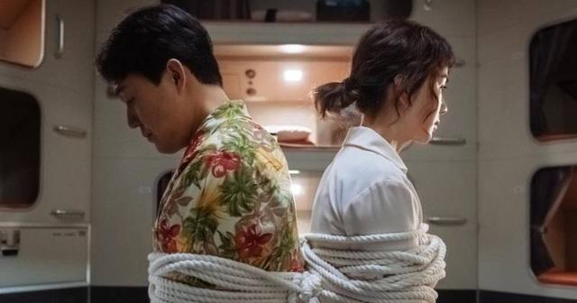 Ô kê, Chị Đại: Nữ hoàng Uhm Jung Hwa tái xuất màn ảnh rộng - Ảnh 2.