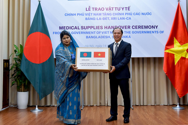 Việt Nam trao tặng vật tư y tế trị giá 60.000 USD hỗ trợ Bangladesh, Sri Lanka chống COVID-19 - Ảnh 2.