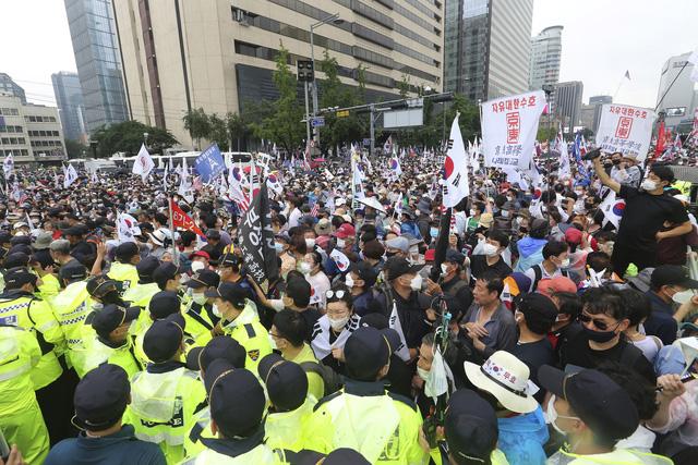 Hàn Quốc siết chặt giãn cách xã hội tại thủ đô Seoul từ 16/8 - Ảnh 2.