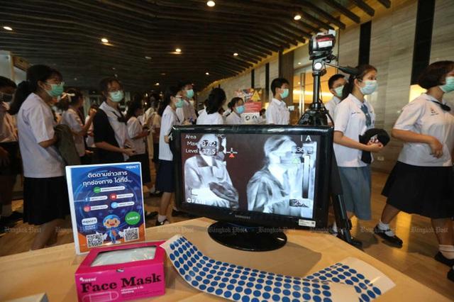 Thái Lan mở lại trường học trên cả nước sau 5 tháng đóng cửa do dịch COVID-19 - Ảnh 1.