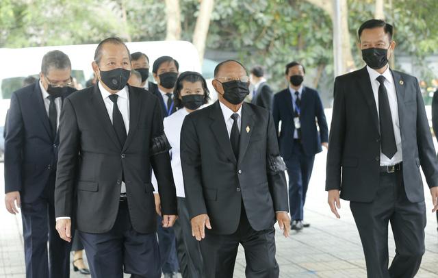 Chủ tịch Quốc hội Camphuchia Heng Samrin viếng nguyên Tổng Bí thư Lê Khả Phiêu - Ảnh 1.