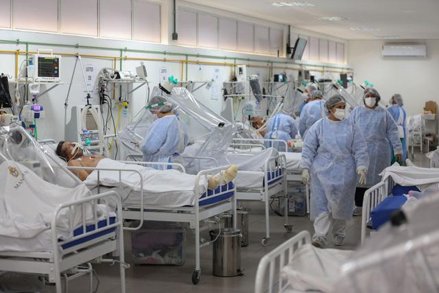 Ở Brazil, COVID-19 là căn bệnh biết phân biệt giàu nghèo - Ảnh 1.