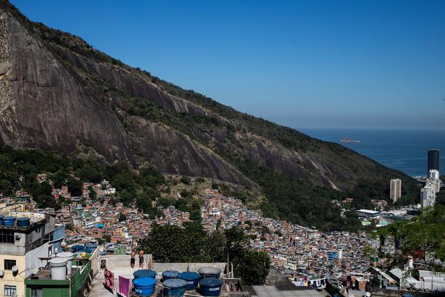 Ở Brazil, COVID-19 là căn bệnh biết phân biệt giàu nghèo - Ảnh 2.