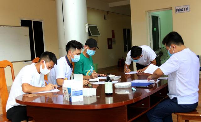 ĐT U22 Việt Nam nghiêm túc thực hiện kiểm tra y tế trong ngày hội quân - Ảnh 1.