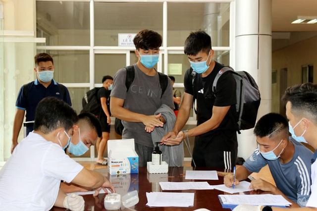 ĐT U22 Việt Nam nghiêm túc thực hiện kiểm tra y tế trong ngày hội quân - Ảnh 14.
