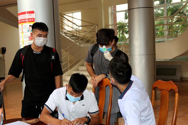 ĐT U22 Việt Nam nghiêm túc thực hiện kiểm tra y tế trong ngày hội quân - Ảnh 15.