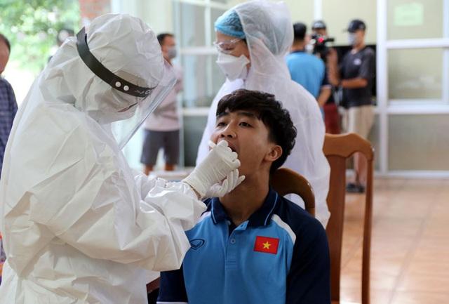 ĐT U22 Việt Nam nghiêm túc thực hiện kiểm tra y tế trong ngày hội quân - Ảnh 25.