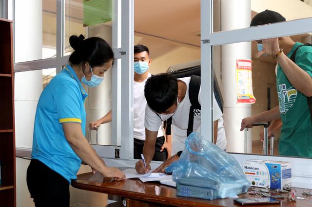ĐT U22 Việt Nam nghiêm túc thực hiện kiểm tra y tế trong ngày hội quân - Ảnh 4.