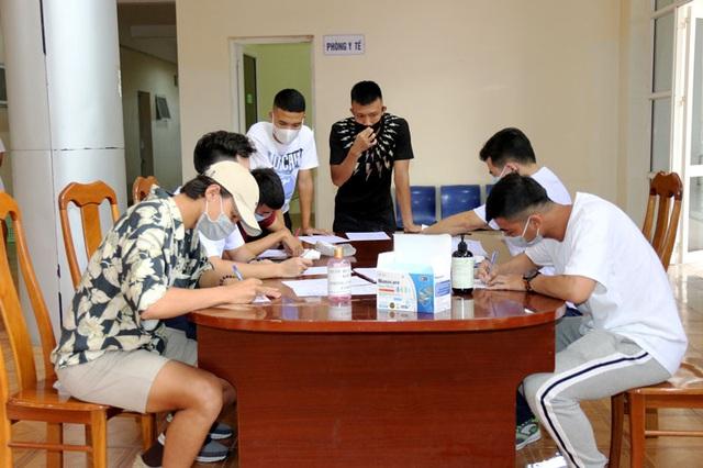 ĐT U22 Việt Nam nghiêm túc thực hiện kiểm tra y tế trong ngày hội quân - Ảnh 6.