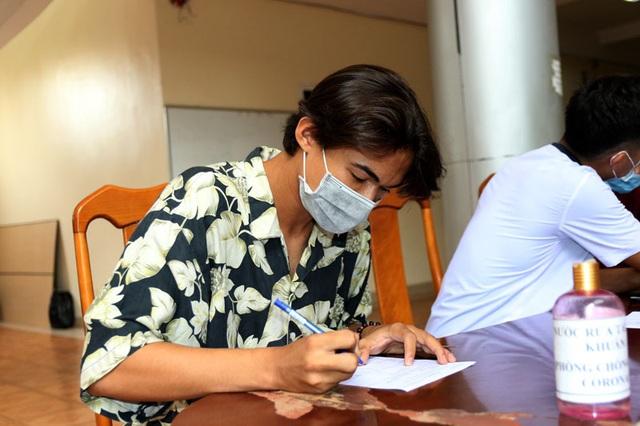 ĐT U22 Việt Nam nghiêm túc thực hiện kiểm tra y tế trong ngày hội quân - Ảnh 7.