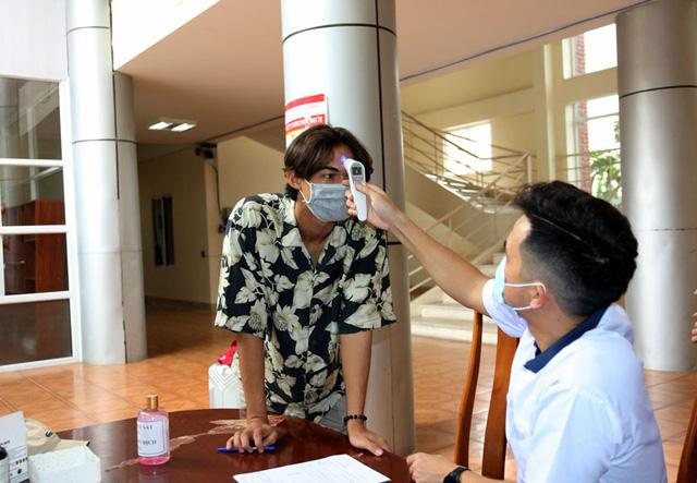 ĐT U22 Việt Nam nghiêm túc thực hiện kiểm tra y tế trong ngày hội quân - Ảnh 8.