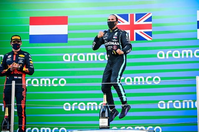 Hamilton vượt qua huyền thoại Schumacher về số lần giành podium - Ảnh 1.