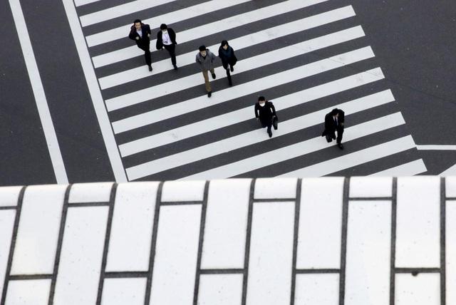 COVID-19 dìm kinh tế Nhật Bản xuống đáy sâu kỷ lục - Ảnh 1.