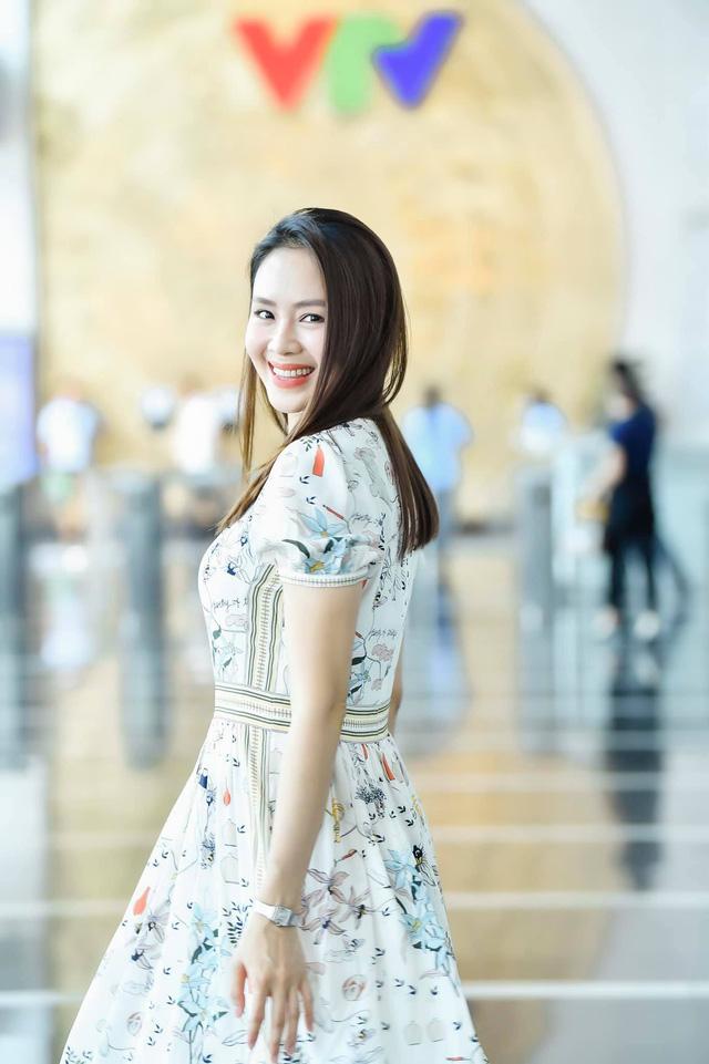 Hồng Diễm: Nguồn cảm hứng tuyệt vời cho những cô nàng công sở - Ảnh 2.