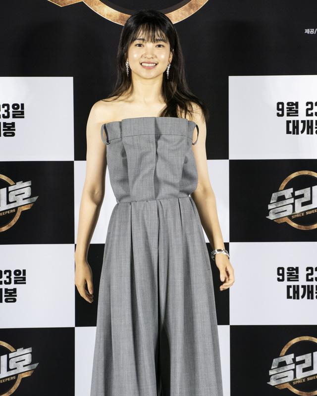 Song Joong Ki lần đầu tiên xuất hiện công khai sau loạt tin đồn tình ái - Ảnh 3.