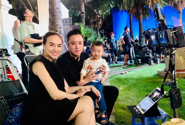 Đạo diễn Victor Vũ vui mừng chào đón con trai thứ 2 - Ảnh 1.